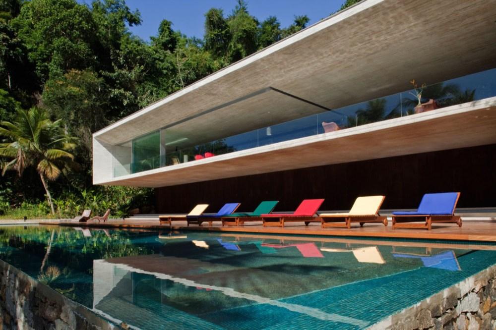 Rumah Tropis Modern The Brazilian Coast