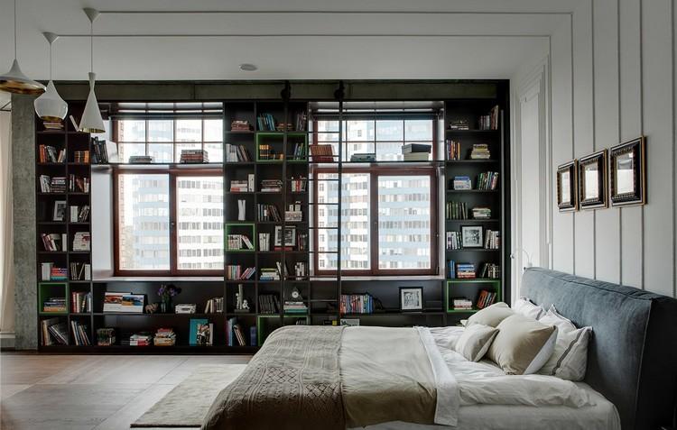 Desain kamar tidur utama dengan perpustakaan untuk para pecinta buku