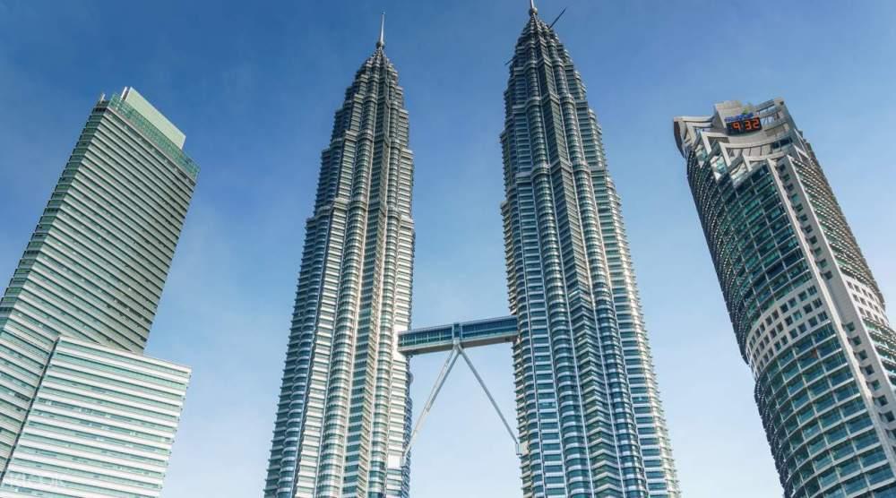 Gedung Pencakar Langit Twin Tower