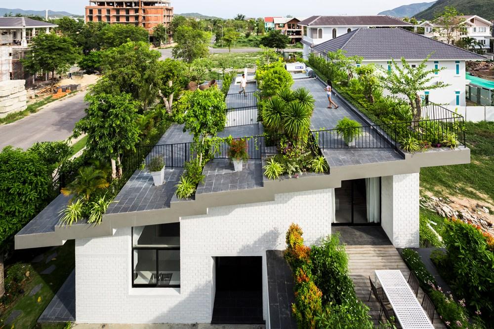 Taman Rumah Mewah Atap