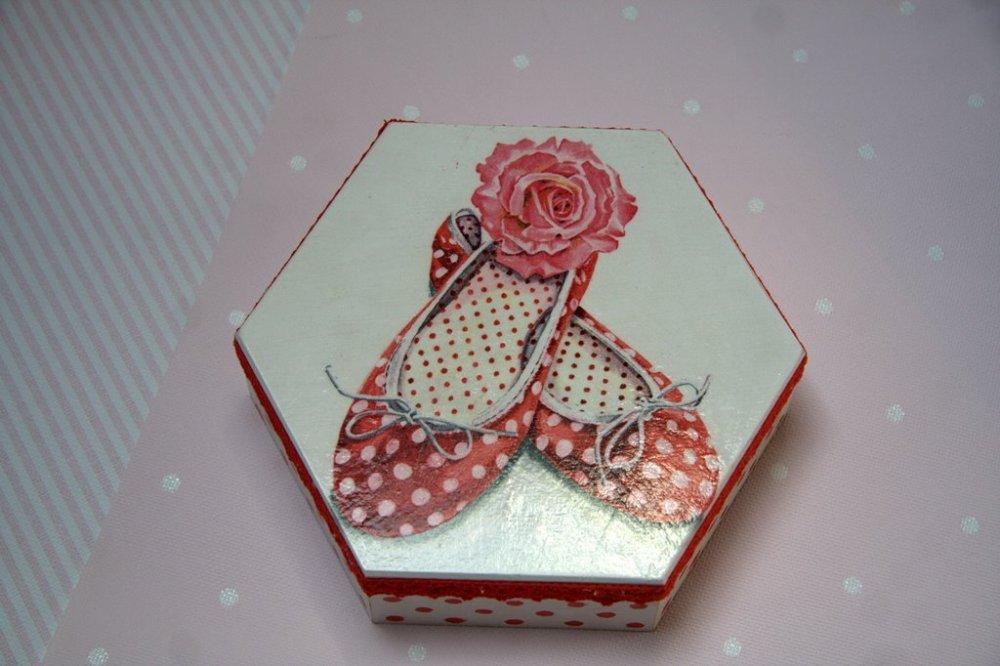 Pudełko sześciokątne Pantofelki
