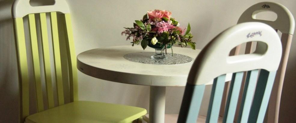 krzesło PRL, odnawianie mebli, farba kredowa