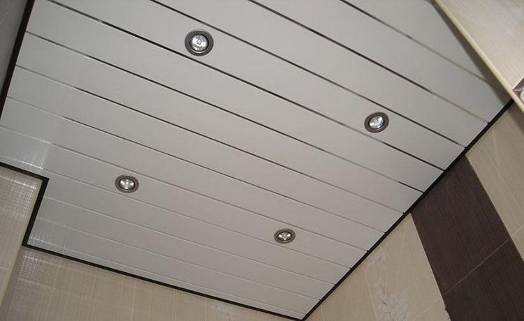 Lămpi în tavan