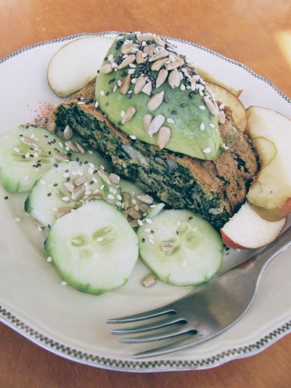 drob de verdețuri cu garnitură de măr și castravete