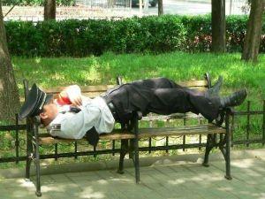 policia descansando