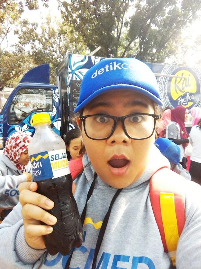 Ekspresi bahagia pas dapet free drink :')