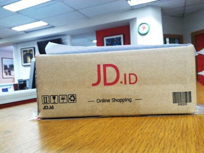 Box paket dari JD. Rapih banget loh!