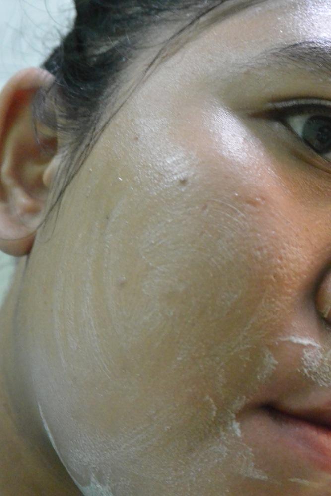 Miraculous Bright Facial Foam Sulamit Delapankata PutriKPM swatches 2