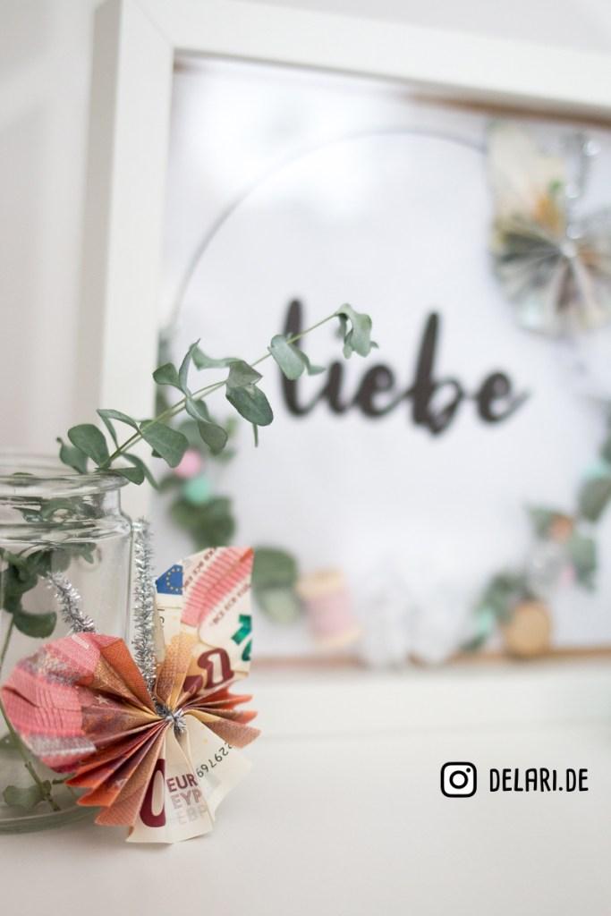 Geldgeschenk mit Schmetterling Seidenblume delari diy ribba
