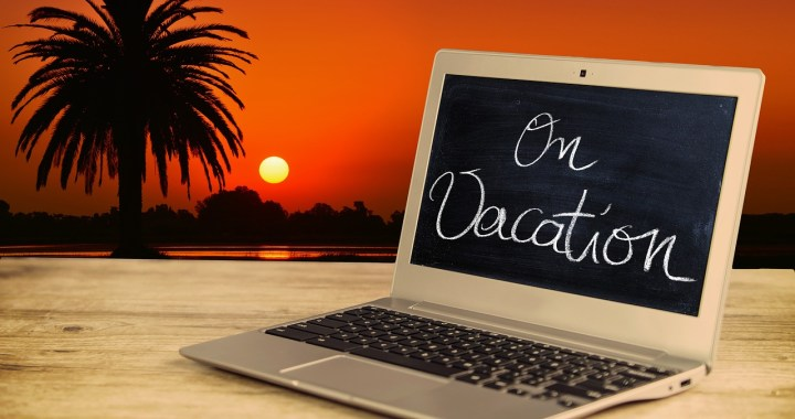 Blogging From the Beach – What To Do While on Vacation