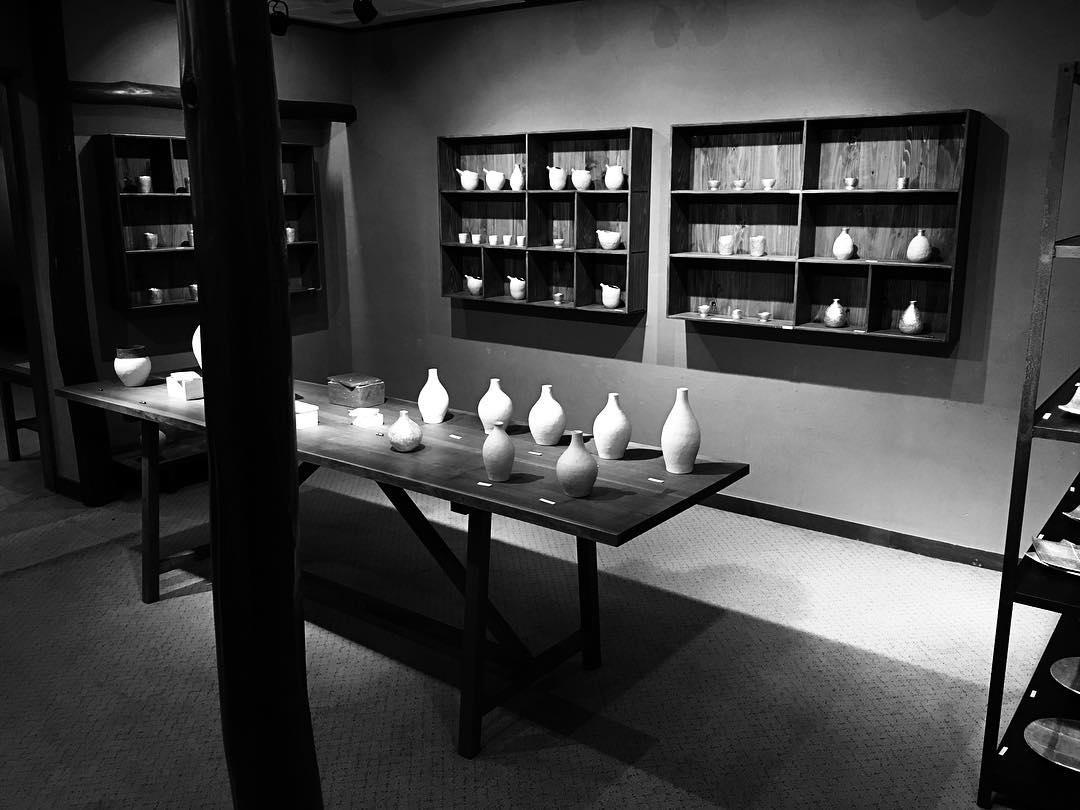 minimalist earthenware ceramics gallery japan