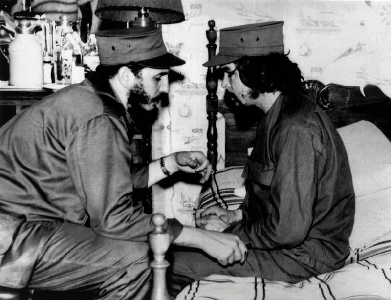 Castro with Che Guevara in 1959 | source: EPA