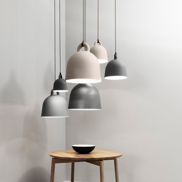 Lampara Bell de Normann Copenhagen con forma de campana para colgar