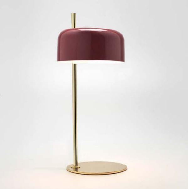 Lámpara de mesa Lalu de Aromas del Campo con pantalla metálica granate