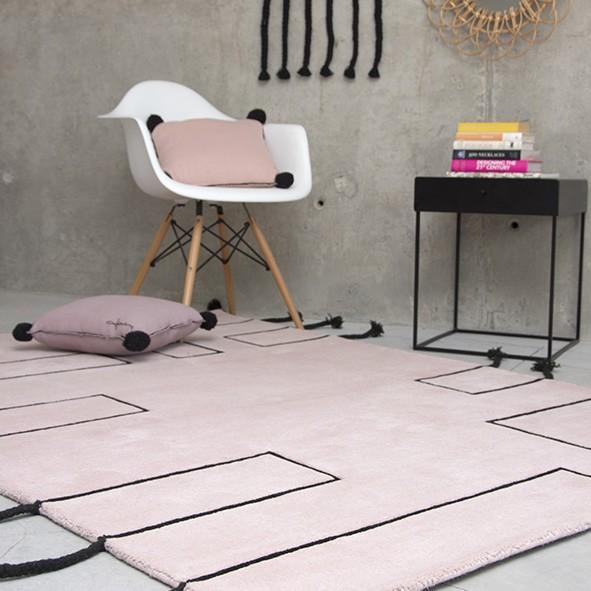 Alfombra de lana rosa Nordic Lines de Lorena Canals. Perfecta para la habitación de una niña.