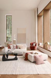 Decoracion y amueblamiento de salón en doble altura con grandes ventanales
