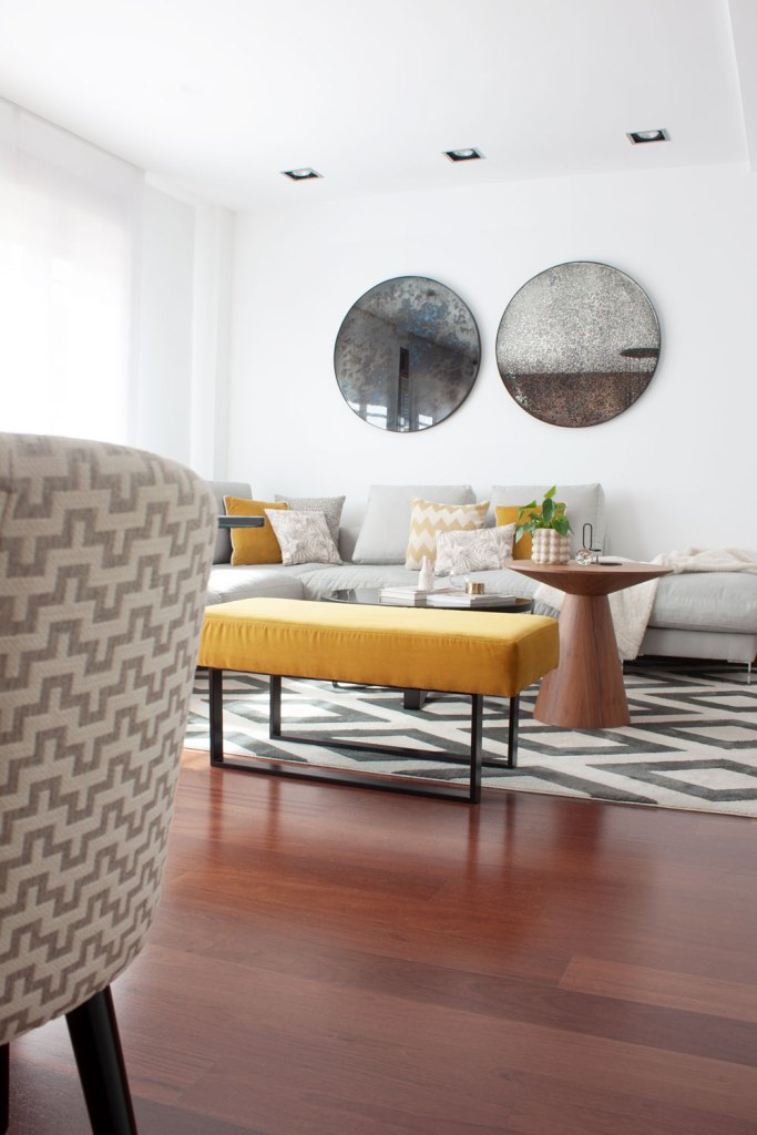 zona de sofá de un proyecto de diseño de interiores en Villaviciosa de Odon