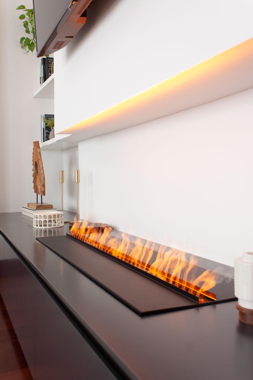 chimenea eléctrica en un proyecto de diseño de interiores de Deleite Design