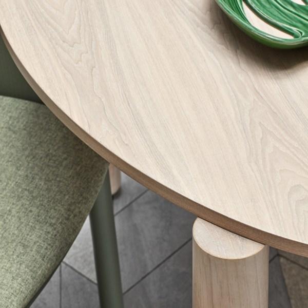 mesa redonda atlas con acabado fresno natural