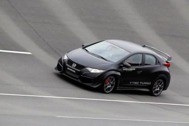 2015-Honda-Civic-Type-R-Review-1