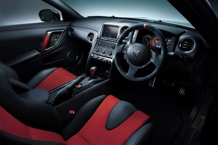 600-hp-nissan-gt-r-nismo-officially-reveal-photo-gallery-1080p-15