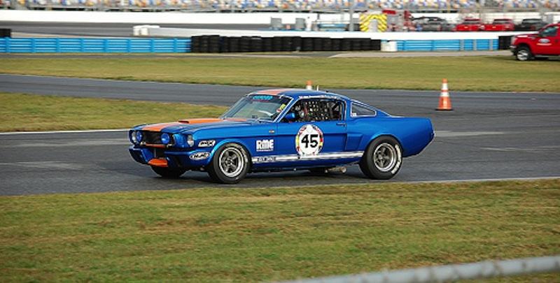 '66 Mustang Shelby GT350 - Dans son élément … la piste !en pite