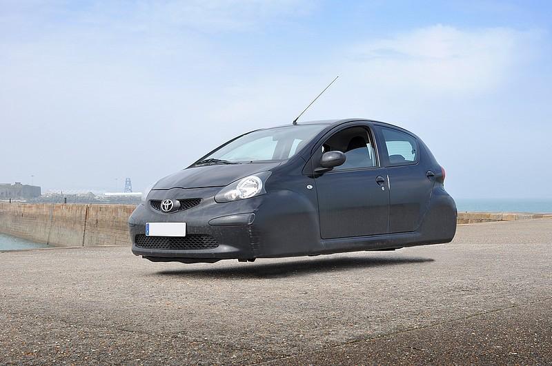 DLEDMV - flying wheelless cars 07