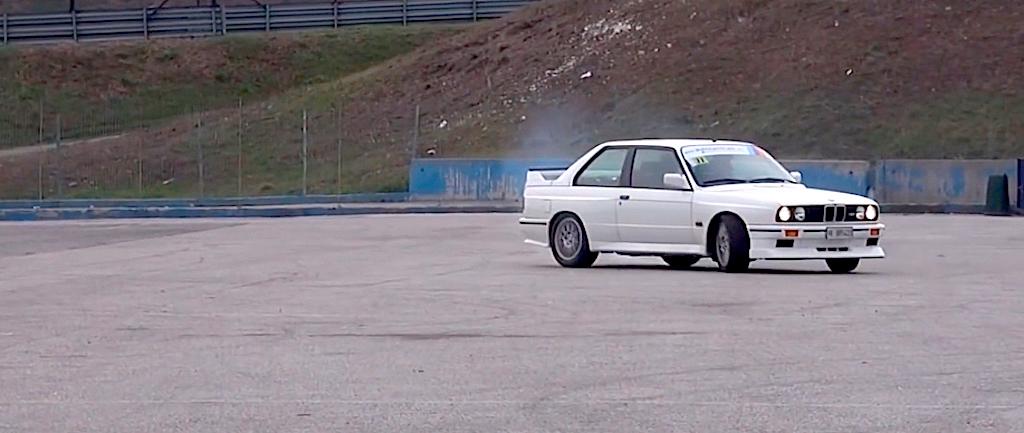 Embarquez en BMW M3 E30 sur son territoire... 11
