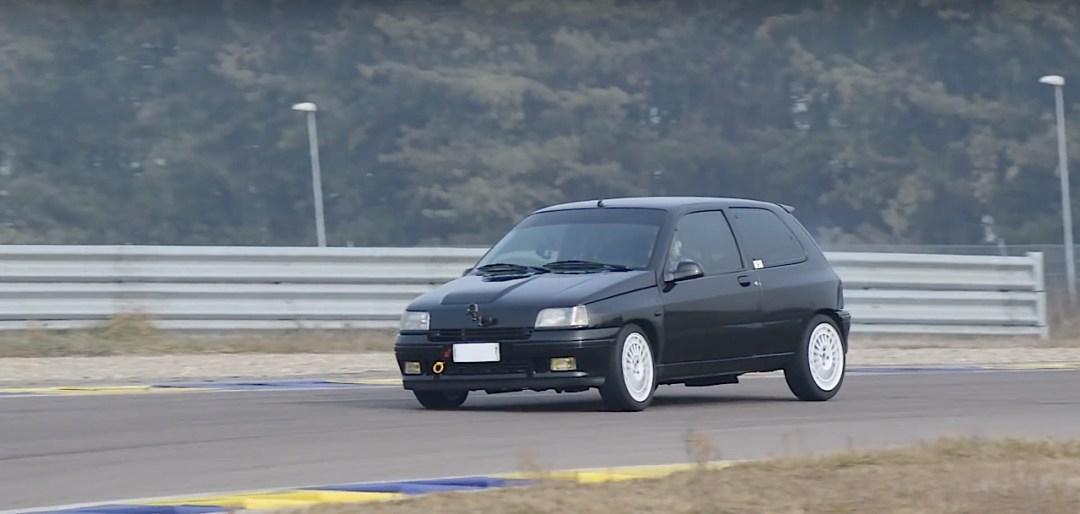 Allez, un p'tit tour en Renault dans une Clio 16s turbo de 370 ch... 17