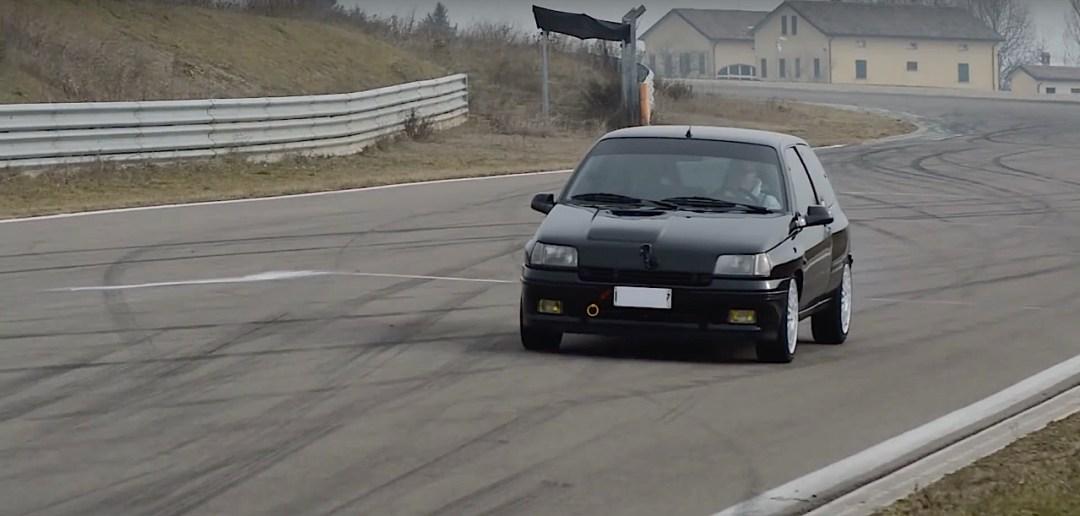 Allez, un p'tit tour en Renault dans une Clio 16s turbo de 370 ch... 21