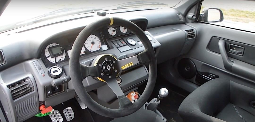 Allez, un p'tit tour en Renault dans une Clio 16s turbo de 370 ch... 22