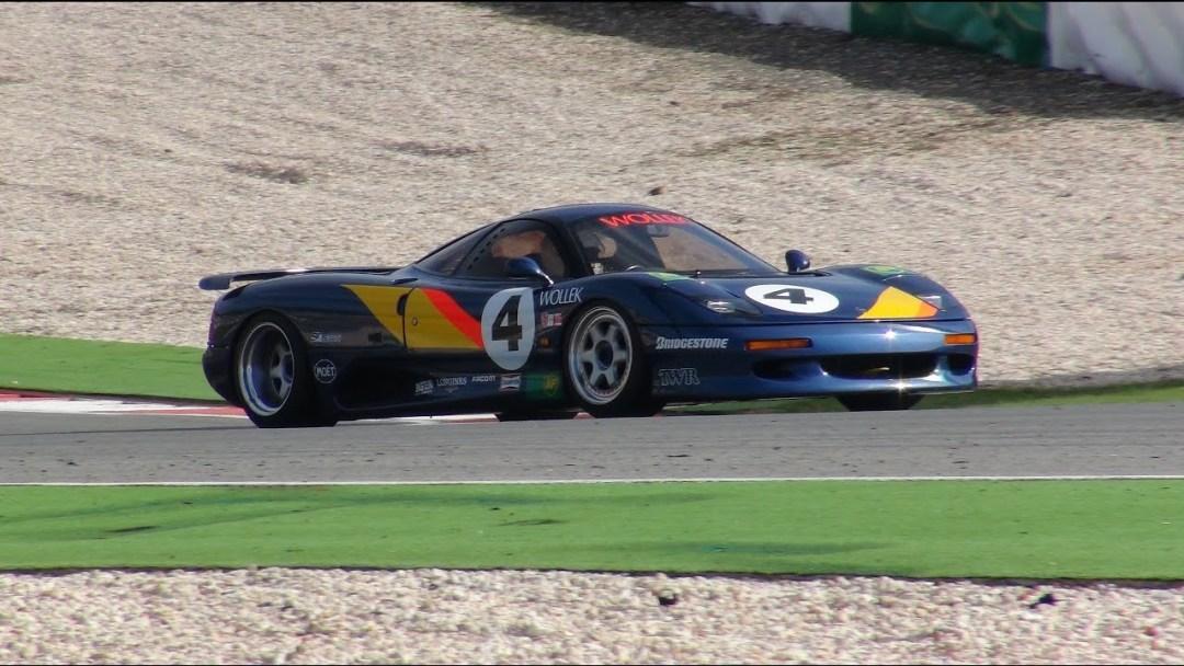 Jaguar XJR15 : De la piste à la route... 39