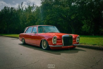 DLEDMV - Red bagged Benz W108 - 10