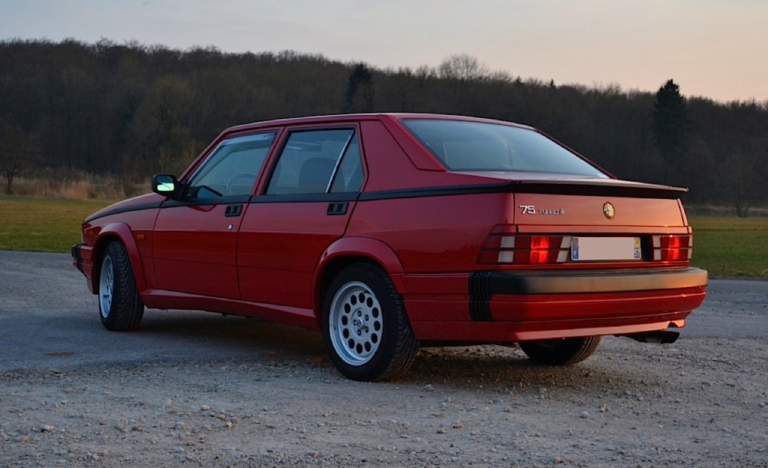 Alfa 75 Turbo America : Sale caractère ! 23