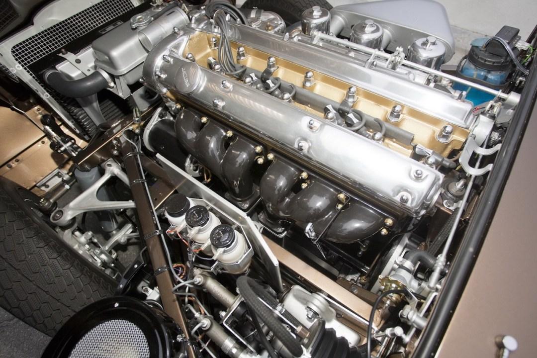Parlons moteurs... Le légende passe aussi par eux. 156
