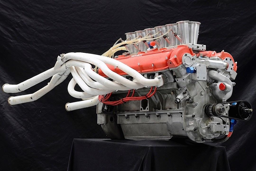 Parlons moteurs... Le légende passe aussi par eux. 133