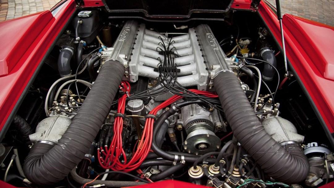 Parlons moteurs... Le légende passe aussi par eux. 189