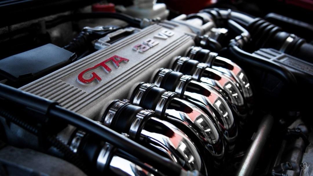Parlons moteurs... Le légende passe aussi par eux. 142