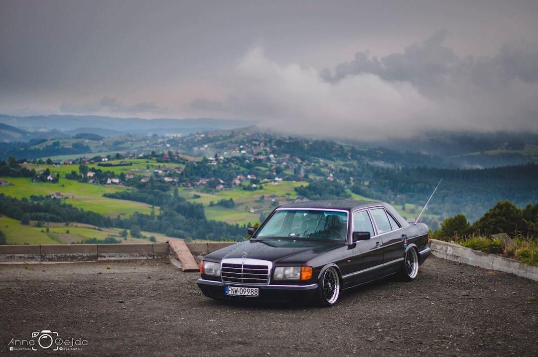 Bagged Mercedes 280 SE W126 par Magic Garage 23