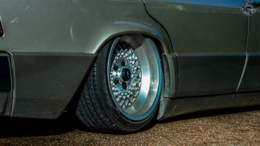 DLEDMV La Mercedes 190de JC – Violence visuelle 06