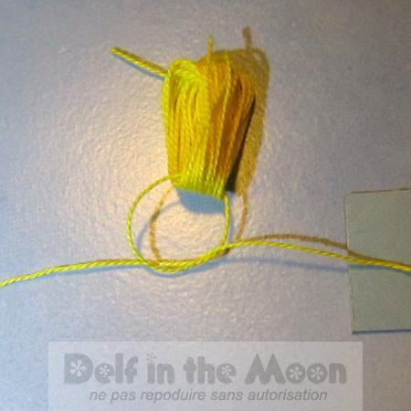 faire un double noeud très serré avec le petit fil sur les boucles