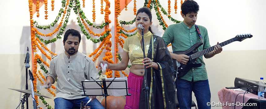 band-performance-at-aadyam-ladies-sangeet-theatre-in-delhi