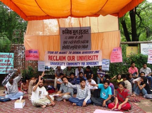 DU Students protest