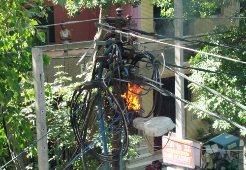 fire in electrical pole in Delhi