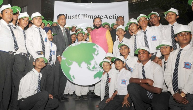 students-sending-best-wishes-for-environment-minister-with-a-symbolic-globe
