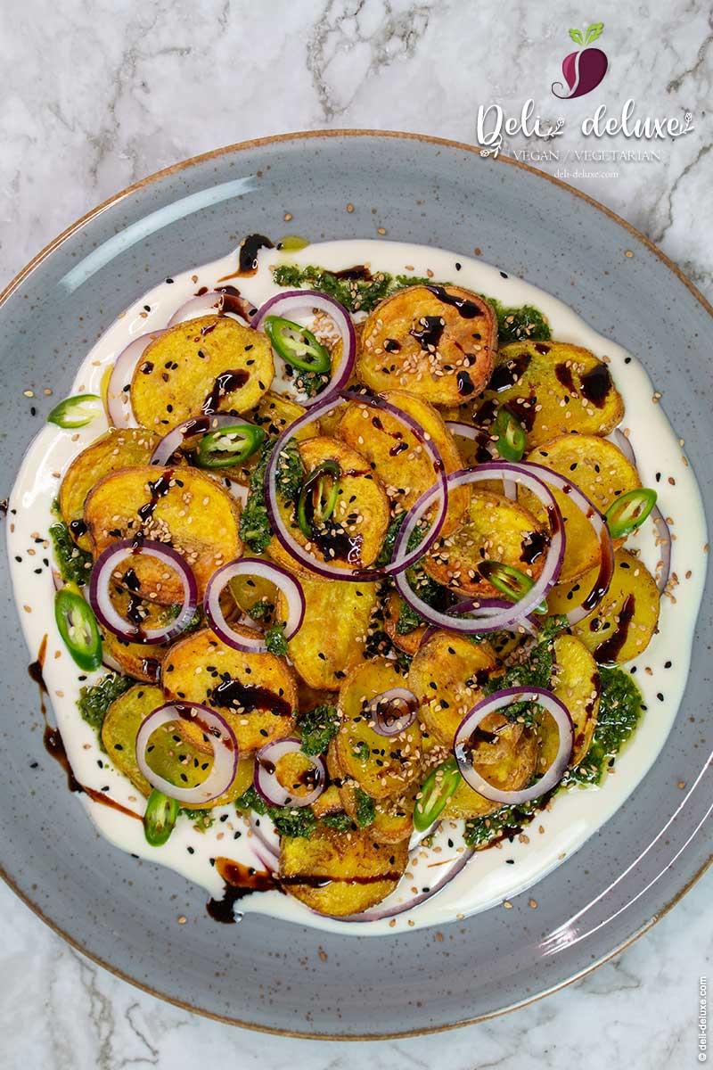 Masala-Ofenkartoffeln auf Joghurt mit Tamarinde 🥕