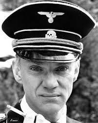 Malcolm McDowell jako kapitán von Berkow