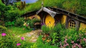 """Tolkien agrární uměřenost a jednoduchost před otráveným ovocem tak zvaného ekonomického """"pokroku."""""""