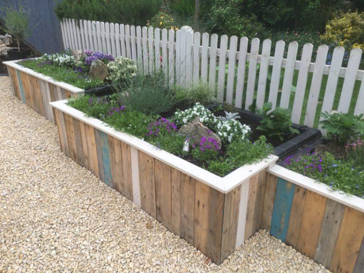 Pallet fence garden