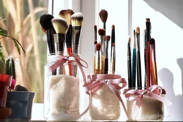 beauty brush jar